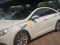Cần bán Hyundai Sonata AT đời 2011, màu trắng