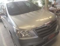 Cần bán xe Toyota Innova 2.0E 2015, màu bạc