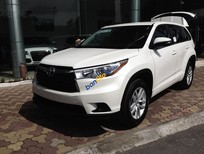 Giao ngay xe mới nhập khẩu Mỹ Toyota Highlander màu trắng.