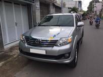 Toyota Fortuner V 01 cầu màu bạc 2015