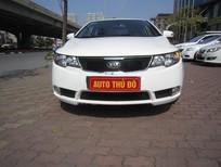 Cần bán gấp Kia Forte 2010, màu trắng, nhập khẩu nguyên chiếc