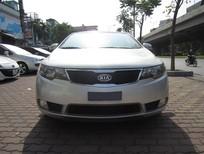 Cần bán lại xe Kia Forte 2011, màu bạc