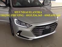 Cần bán Hyundai Elantra 2016, màu bạc, giá 585tr