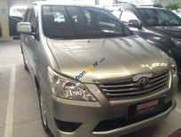 Cần bán lại xe Toyota Innova E đời 2013, màu bạc xe gia đình giá cạnh tranh