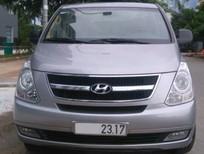Cần bán gấp Hyundai H-1 Starex 2013, màu xám, xe nhập, 739tr