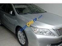 Bán ô tô Toyota Camry AT đời 2013, màu bạc số tự động