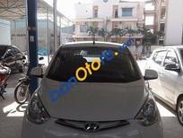 Cần bán gấp Hyundai Eon đời 2013, màu trắng