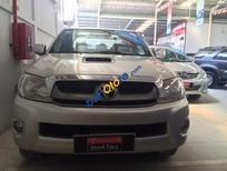 Cần bán Toyota Hilux G đời 2010, màu bạc