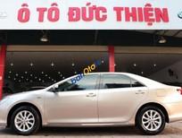Cần bán Toyota Camry 2.0E sx 2013, màu ghi vàng, xe cực mới