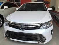 Cần bán Toyota Camry 2.5Q 2015, màu trắng. Xe mới 100%