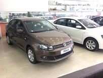 Cần bán xe Volkswagen Polo Sedan AT 2015, màu nâu, nhập khẩu chính hãng, 632tr
