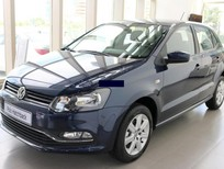 Volkswagen Đà Nẵng bán xe Polo Hatchback AT 2015 màu xanh, xe nhập rẻ nhất toàn quốc