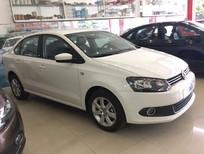 Bán Volkswagen Polo Sedan AT 2016, màu trắng, nhập khẩu, giảm giá sốc, tặng phụ kiện, giao xe ngay