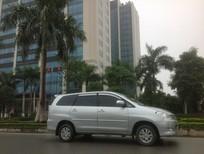 Nhà tôi cần bán chiếc xe Innova 2.0G màu bạc phom mới chính chủ tên tôi 0904862525