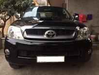 Cần bán Toyota Hilux đời 2011, màu đen, nhập khẩu