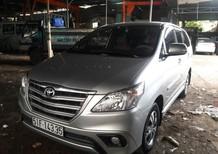 Cần bán lại xe Toyota Innova 2.0e sản xuất 2015, màu bạc, số sàn