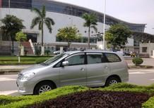 Cần bán gấp Toyota Innova 2.0G màu bạc phom mới sx cuối 2009. lh chính chủ Thùy Hương 0914333987