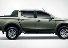 Cần bán Mitsubishi Triton 4x2 MT 2016, màu bạc, nhập khẩu chính hãng, 560 triệu