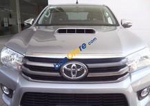 Xe Toyota Hilux E đời 2015, màu bạc