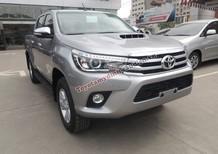 Cần bán xe Toyota Hilux năm 2016, màu bạc, giá chỉ 820 triệu