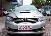Cần bán xe Toyota Fortuner đời 2015, màu bạc, số sàn