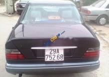 Cần bán xe Mercedes E220 sản xuất 1996, màu đen, nhập khẩu