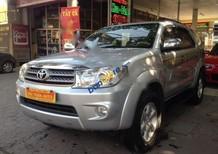 Cần bán Toyota Fortuner 2.7V 2010, màu bạc