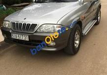 Cần bán xe cũ Ssangyong Musso 2002, màu bạc xe gia đình