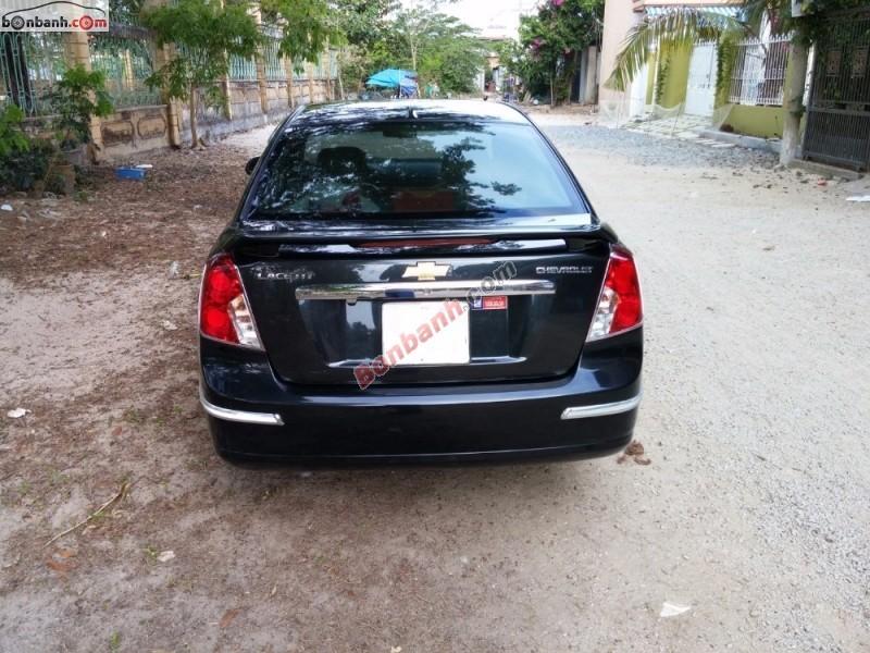 Xe Chevrolet Lacetti EX đời 2010, màu đen số sàn