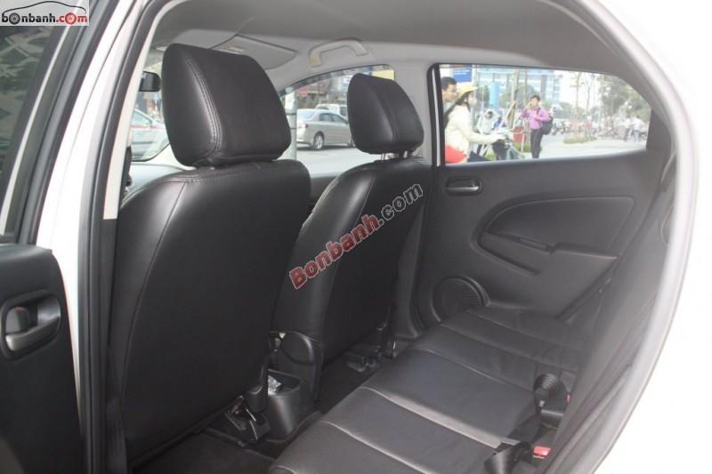 Cần bán lại xe Mazda 2 S đời 2013, màu trắng, như mới