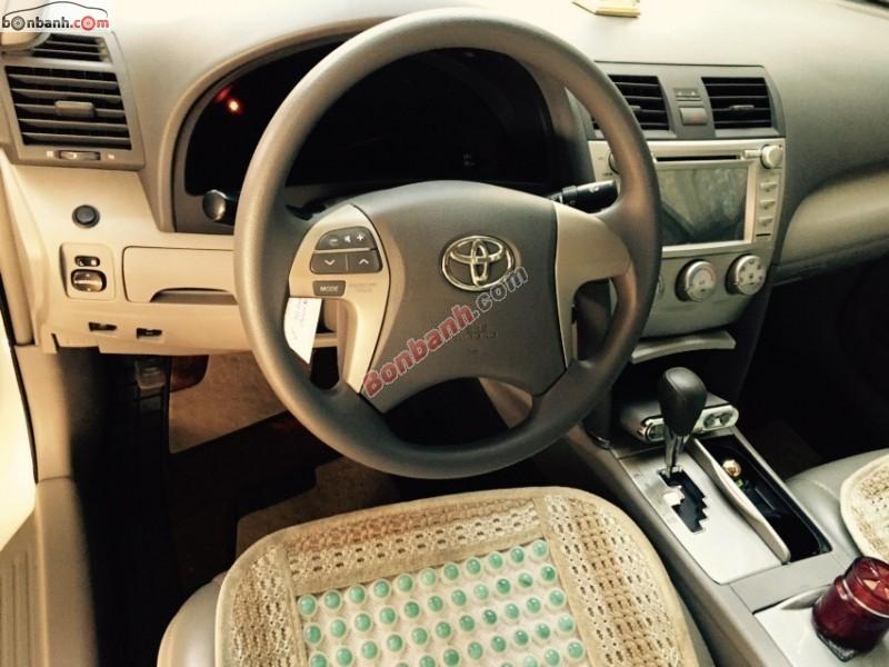 Xe Toyota Camry LE đời 2011, màu trắng, nhập khẩu chính hãng