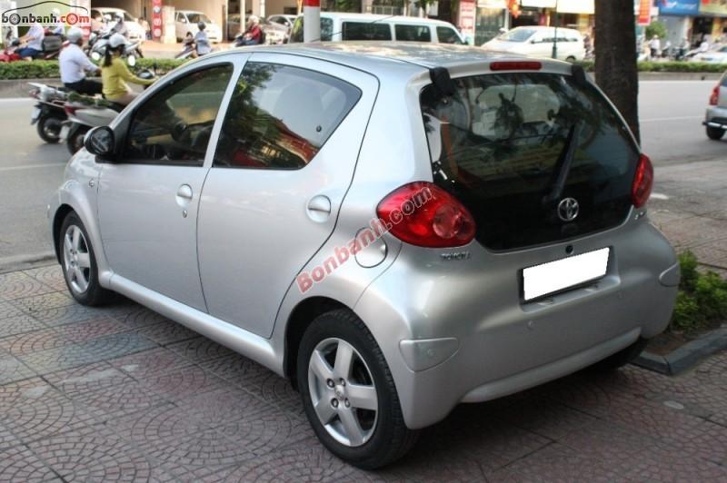 Cần bán xe Toyota Aygo đời 2007, màu bạc, xe nhập, số tự động