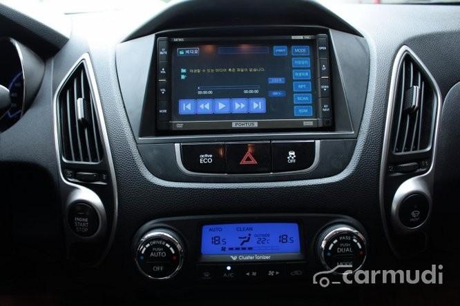 Bán Hyundai Tucson LMX 2.0AT đời 2010, màu bạc, 730tr