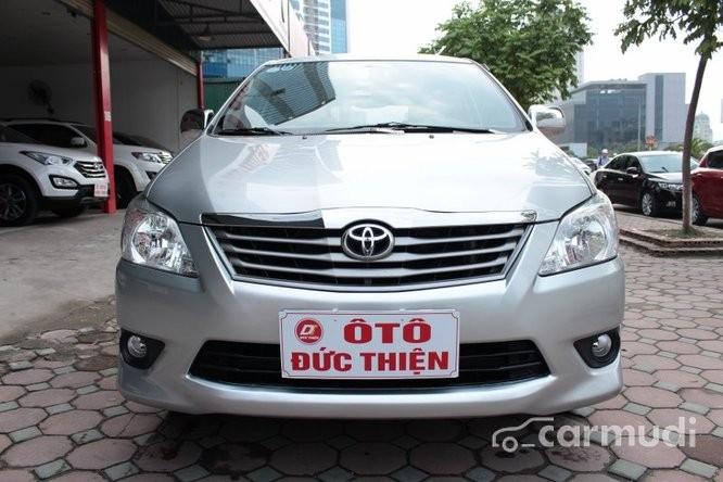 Cần bán Toyota Innova E 2.0MT đời 2012, màu bạc số sàn, giá 670tr
