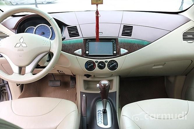Bán ô tô Mitsubishi Zinger đời 2009, màu bạc số sàn, giá tốt