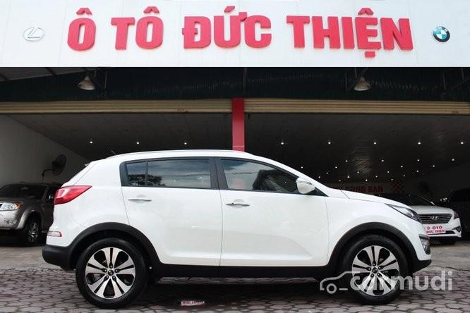 Cần bán gấp Kia Sportage đời 2010, màu trắng