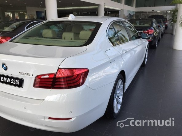 Bán ô tô BMW 528i đời 2015, màu trắng, nhập khẩu chính hãng