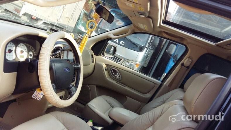 Cần bán xe Ford Escape Limited đời 2005, màu đen, 335tr, nhanh tay liên hệ