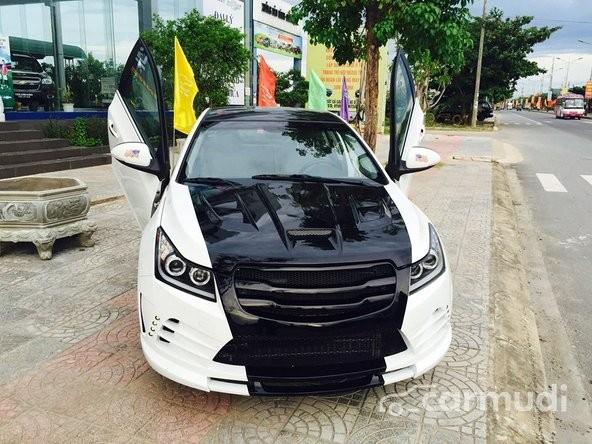 Cần bán Chevrolet Cruze AT đời 2015, màu đen, 642tr