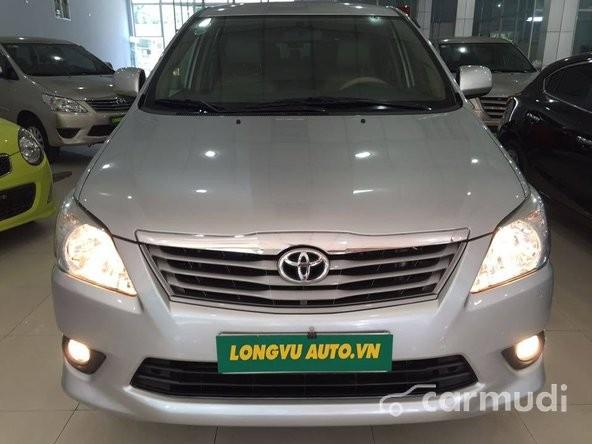 Bán Toyota Innova đời 2013, màu bạc, giá chỉ 735 triệu