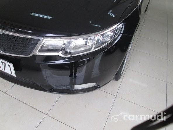 Cần bán gấp Kia Forte năm 2013, màu đen