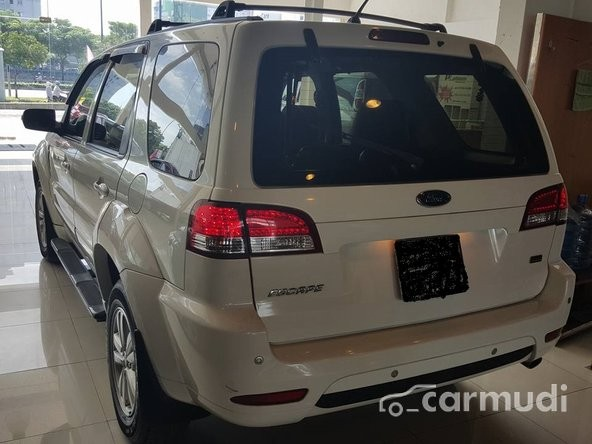 Cần bán xe Ford Escape sản xuất 2009, màu trắng, 535 triệu