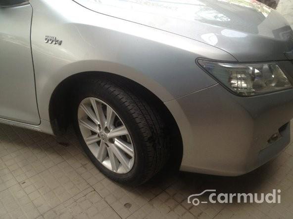 Cần bán gấp Toyota Camry đời 2013, màu bạc chính chủ