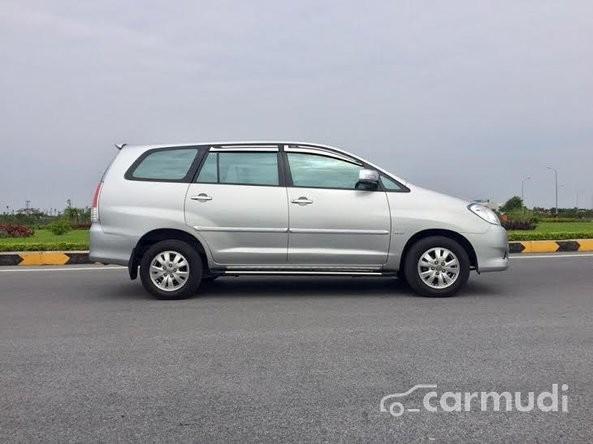 Bán Toyota Innova 2.0V đời 2009, màu bạc chính chủ, 565tr