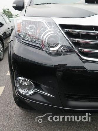 Cần bán xe Toyota Fortuner 2.7 V 4x4 đời 2015, màu đen