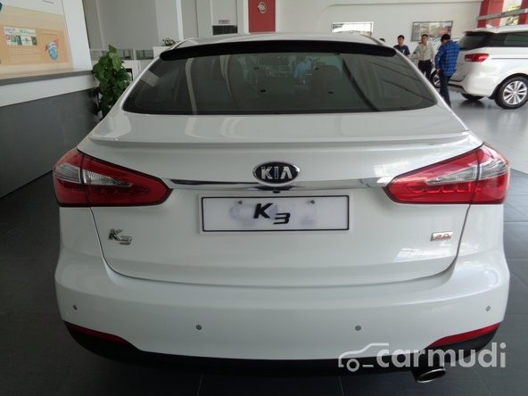 Cần bán Kia K3 AT đời 2015, màu trắng, giá 670tr