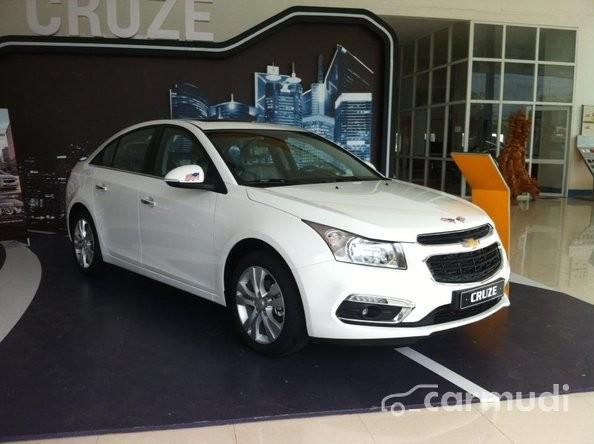 Bán ô tô Chevrolet Cruze LTZ AT đời 2015, màu trắng