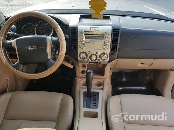 Cần bán lại xe Ford Everest đời 2011, số tự động, 655 triệu