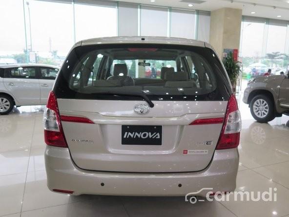 Bán ô tô Toyota Innova 2.0 E đời 2015, màu bạc, 758 triệu