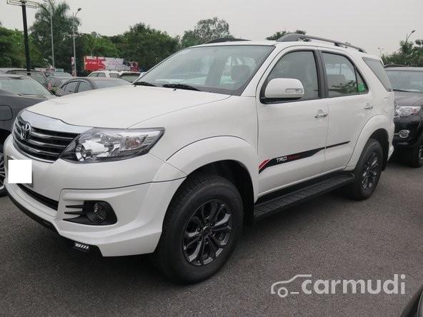 Cần bán Toyota Fortuner TRD Sportivo đời 2015, màu trắng